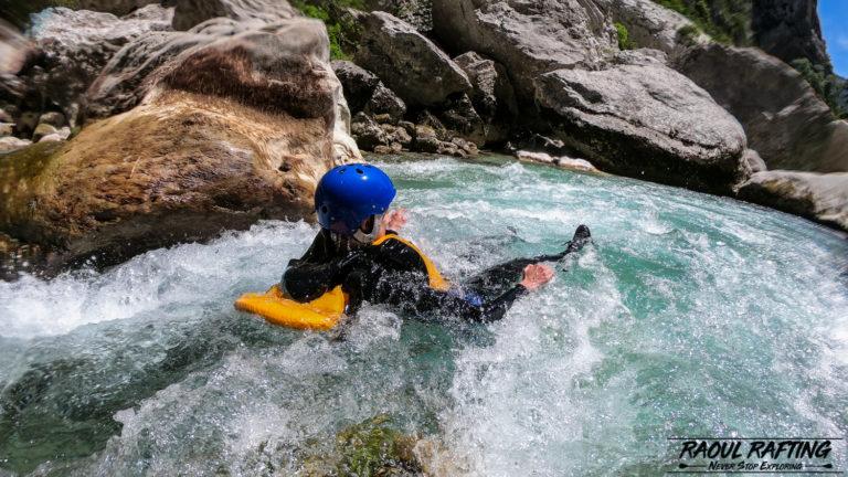 Randonnée aquatique et canyoning, quelles différences ?